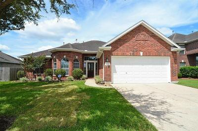 League City Single Family Home For Sale: 2111 Midway Court
