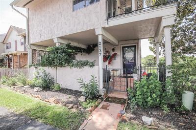 Dickinson Condo/Townhouse For Sale: 2137 Casa Rio Circle