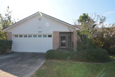 Houston Single Family Home For Sale: 8207 Windy Creek Drive