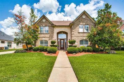 Lake Jackson Single Family Home For Sale: 53 Northwood Court