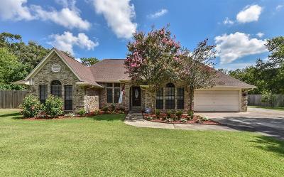 Baytown Single Family Home Option Pending: 6203 Cajun Way