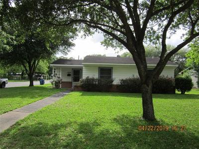 Rosenberg TX Single Family Home For Sale: $159,900