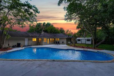Friendswood Single Family Home For Sale: 5226 Shady Oaks Lane