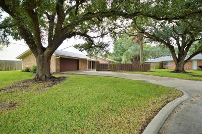 Nassau Bay TX Single Family Home For Sale: $159,900