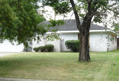 Single Family Home For Sale: 403 Sevenhampton Lane