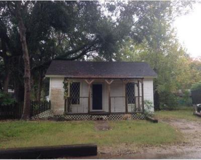 Alvin Single Family Home For Sale: 1019 W Lang Street