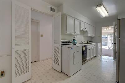 Houston Condo/Townhouse For Sale: 13254 Trail Hollow Drive