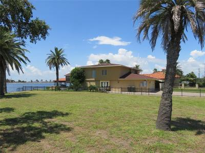 Galveston Single Family Home For Sale: 1829 Bayou Shore Drive