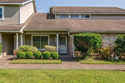 Humble Condo/Townhouse For Sale: 1963 Country Village Boulevard
