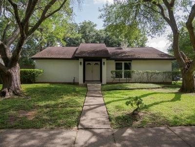 Friendswood Single Family Home For Sale: 509 Belmont Drive
