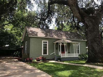 Columbus TX Single Family Home For Sale: $182,000