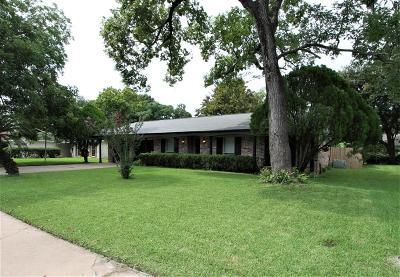 Lake Jackson Single Family Home For Sale: 132 Tulip Trail