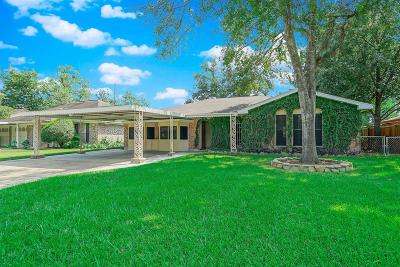 Houston Single Family Home For Sale: 7530 Oak Village Drive