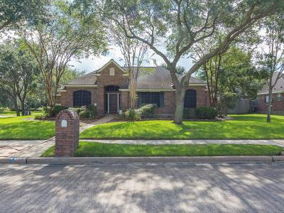 Friendswood Single Family Home For Sale: 1101 Bob White Drive