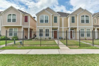 Houston Condo/Townhouse For Sale: 8013 Ellinger Lane