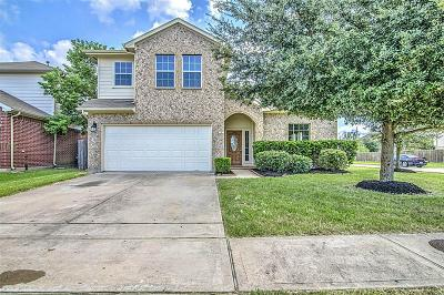 Baytown Single Family Home For Sale: 7102 Freesia Court