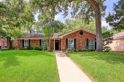 Houston Single Family Home For Sale: 10011 Meadow Lake