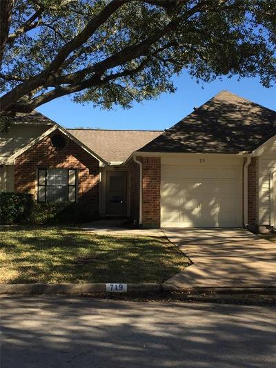 Pearland Condo/Townhouse For Sale: 719 E Country Grove Circle