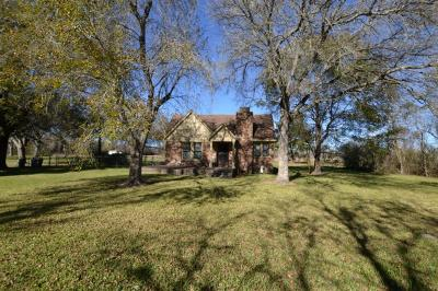 Crosby TX Single Family Home For Sale: $172,000