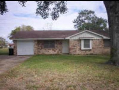 Sealy Single Family Home Pending: 830 Nelson Street