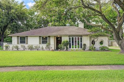 Friendswood Single Family Home For Sale: 403 Chelsea Lane