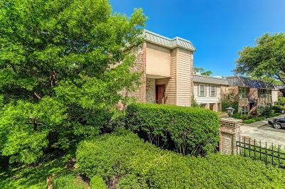 Houston Condo/Townhouse For Sale: 8986 Chatsworth Drive #8986
