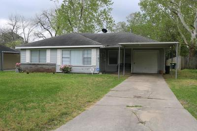 Baytown Single Family Home For Sale: 219 Lakewood Drive