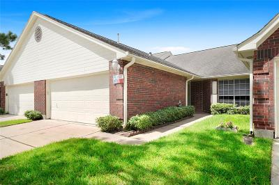 Pearland Condo/Townhouse For Sale: 3327 S Country Meadows Lane