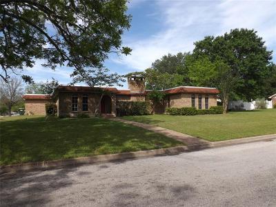 Hallettsville Single Family Home For Sale: 101 Pecan Street