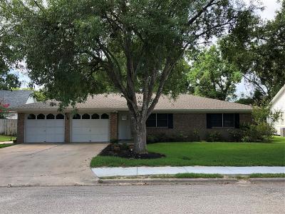 Angleton Single Family Home For Sale: 416 E Myrtle Street