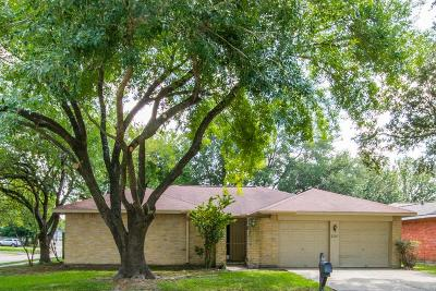 Friendswood Single Family Home For Sale: 2307 Colonial Ridge Drive
