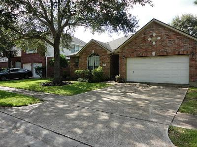 Pearland TX Single Family Home Option Pending: $214,900