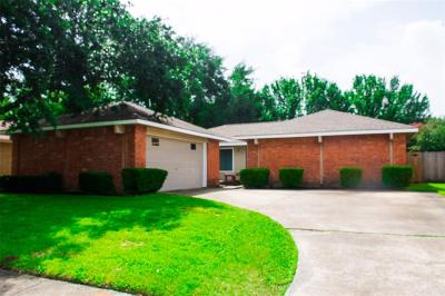 Friendswood Single Family Home For Sale: 2311 Colonial Ridge Drive