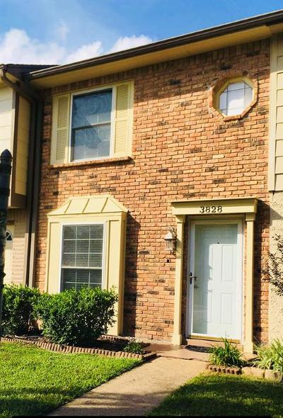 Friendswood Condo/Townhouse For Sale: 3828 Laura Leigh Drive