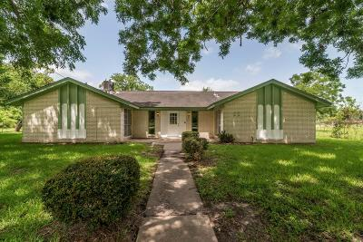 La Marque Single Family Home For Sale: 25 S Bell Drive