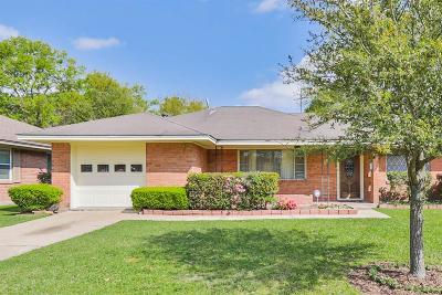 Oak Forest Single Family Home For Sale: 2302 Cheshire Lane