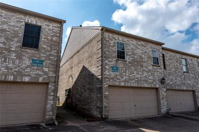 Galveston County, Harris County Condo/Townhouse For Sale: 2922 Holly Hall Street