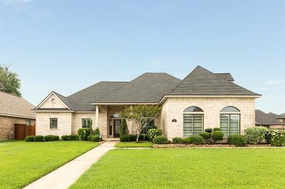 Lake Jackson Single Family Home For Sale: 55 Deerwood Court