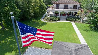 Single Family Home For Sale: 132 Lakeside