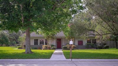 Friendswood Single Family Home For Sale: 201 W Shadowbend Avenue