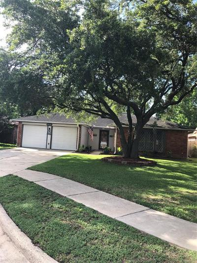 League City Single Family Home For Sale: 2820 Meadow Creek Court