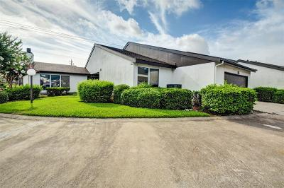 Houston Condo/Townhouse For Sale: 7655 S Braeswood Boulevard #53