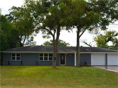 Columbus TX Single Family Home For Sale: $199,900