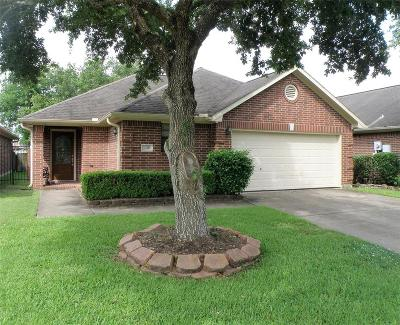 Friendswood Single Family Home For Sale: 306 Live Oak Lane