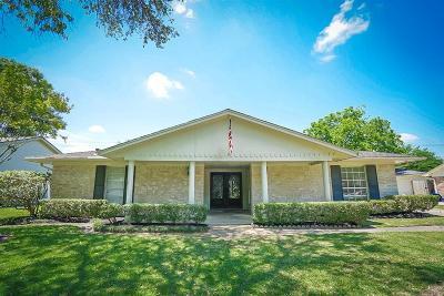 Houston Single Family Home For Sale: 811 Carlingford Lane