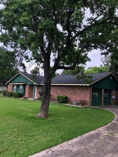 Baytown Single Family Home For Sale: 4203 N Highway 146