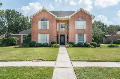 Friendswood Single Family Home For Sale: 519 Meadow Bend Drive
