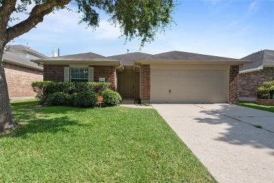 Baytown Single Family Home For Sale: 10710 Gold Finch Road
