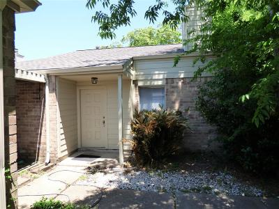 Houston Single Family Home For Sale: 18530 Meadows Way