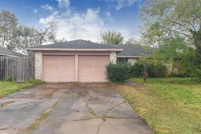Friendswood Single Family Home For Sale: 615 Huntington Lane